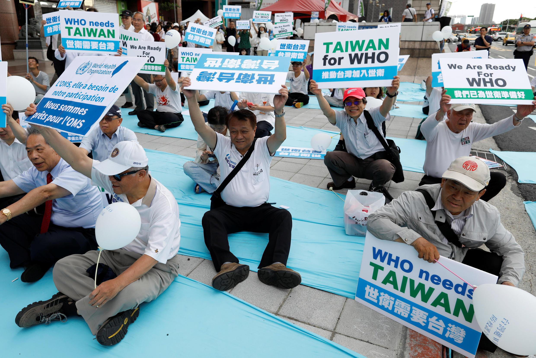 聲援台灣的民眾在日內瓦抗議北京阻擋台灣代表參加世衛大會   2017年5月21日