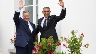 ប្រធានាធិបតីប៉ូឡូញ Bronislaw Komorowski និងប្រធានាធិបតីអាមេរិក Barack Obama ថ្ងៃ៣មិថុនា ឆ្នាំ២០១៤។