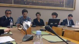A ex-presidente Dilma Rousseff participou de um encontro nesta terça-feira (31) no senado francês, em Paris.
