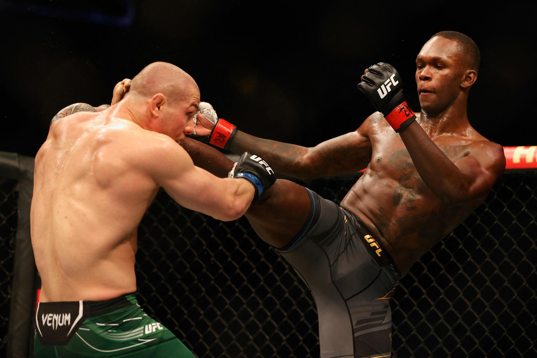 Le 12 juin 2021, Glendale (Arizona) : le Nigérian Israel Adesanya a battu l'Italien Marvin Vettori à l'UFC 26 et ainsi conservé son titre de champion du monde des poids moyens.