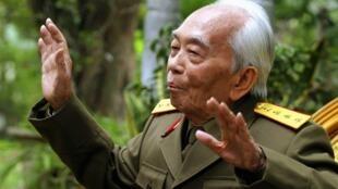 TƯớng Giáp trong một cuộc phỏng vấn của tuyền thông tại Hà Nội ngày 30/3/2004.
