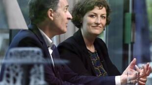 La nouvelle maire de Strasbourg Jeanne Barseghian (D) du parti Europe Ecologie-Les Verts (EELV), ici, à Strasbourg, le 17 juin 2020, lors d'une interview pendant sa campagne..