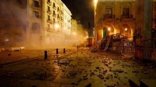 Enfrentamientos entre policía y manifestantes en Beirut resultaron en más de 500 heridos este fin de semana.