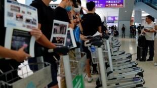 Người biểu tình vẫn tập trung đông đảo tại sân bay Hồng Kông ngày 13/08/2019.