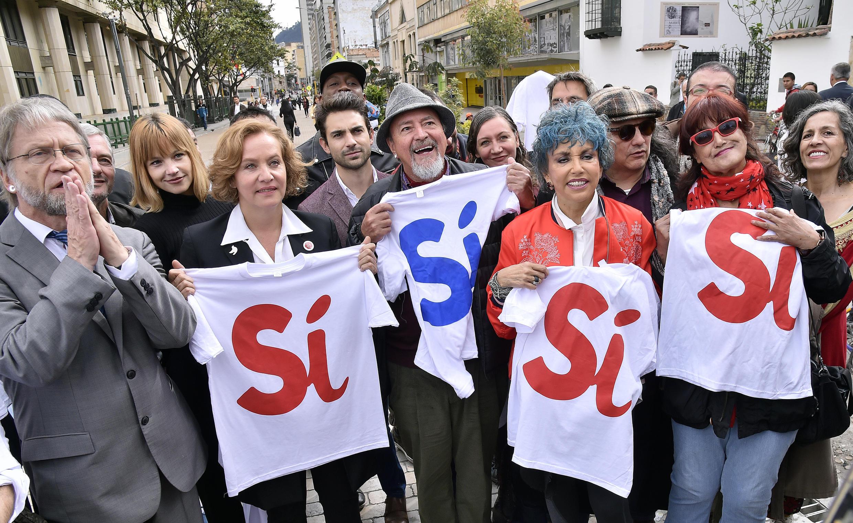 Actores colombianos a favor do 'sim' no referendo sobre o acordo de paz a 7 de setembro de 2016 em Bogotá.