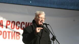 Эдуард Лимонов на митинге в Москве, 22 октября 2011