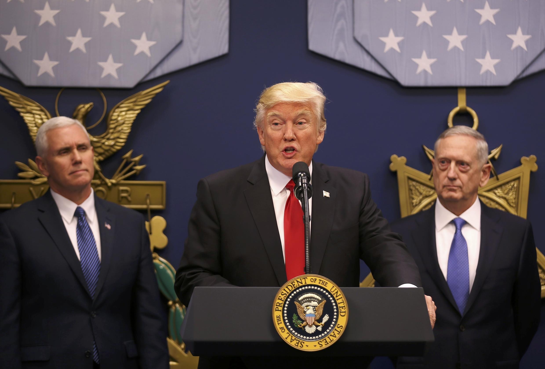 Tổng thống Mỹ Donald Trump phát biểu tại bộ Quốc Phòng ngày 27/01/2017.