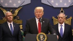 Ảnh minh họa : Tổng thống Mỹ Donald Trump phát biểu tại bộ Quốc Phòng ngày 27/01/2017.