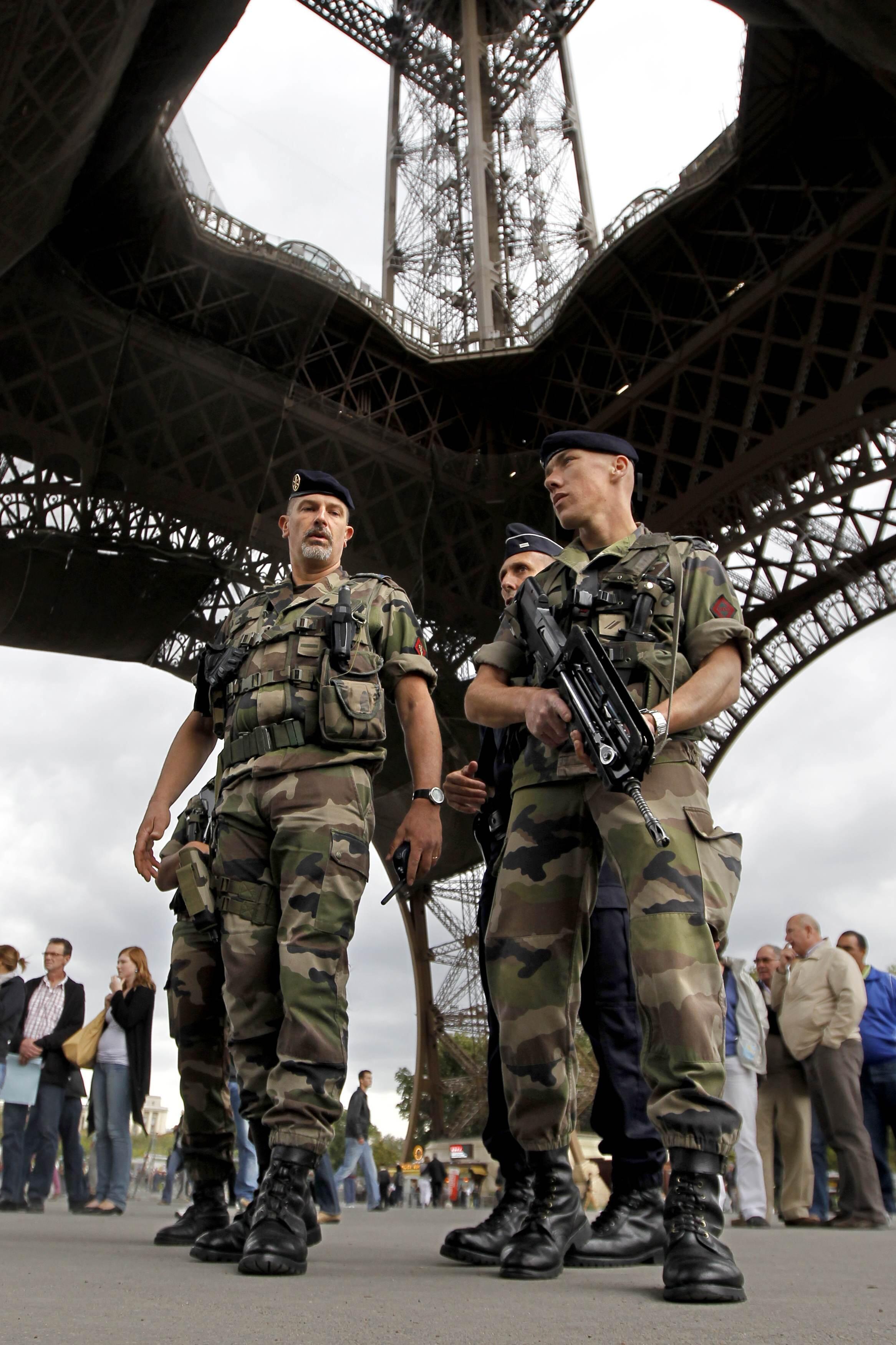O policiamento foi reforçado nos pontos turísticos da França.