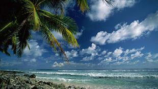 Certaines îles, comme les îles Marshall, sont menacées par la montée des eaux due au réchauffement climatique.