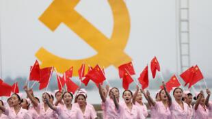 2017年10月13日中国安徽淮北某地迎接中共19大的文艺演出。