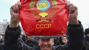 На пророссийском митинге в Донецке, 29 марта 2014.