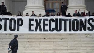 Акция протеста противников смертной казни в Вашингтоне в 2017 году.