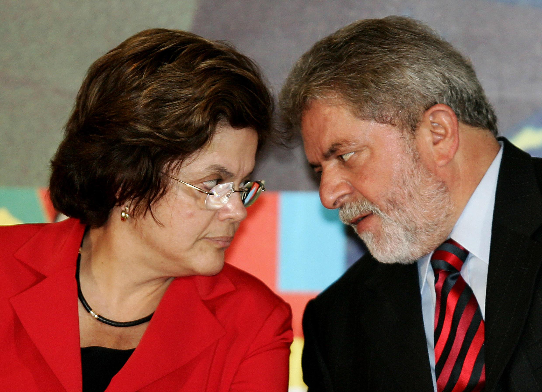 Dilma Rousseff wakati alipokua Waziri wa Nchi na Mkurugenzi Mkuu katika Ofisi ya Rais Lula, mshauri wake wa kisiasa, Novemba 17, 2005 katika mji wa Brasilia.