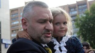 Марк Фейгин с дочерью Надежды Толоконниковой, Герой