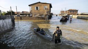 ناصر کرمی، اقلیمشناس مقیم نروژ، سیل استان گلستان را به عنوان یک پدیده با ماهیت اقلیمی میداند