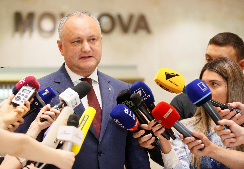 Отстраненный от должности президент Игорь Додон считает, что Молдову ждут три сценария развития событий.
