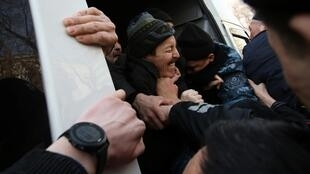 Photo prise à Almaty le 20 février 2020. Plusieurs dizaines de personnes ont été arrêtées au Kazakhstan en lien avec des manifestations interdites dans la capitale Almaty et dans d'autres villes du pays.