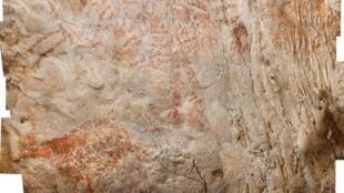 L'animal nous apparaît dans des teintes rouges-orangées mais les artistes avaient sans doute choisi le violet. Les pigments auraient changé de couleur au cours du temps.