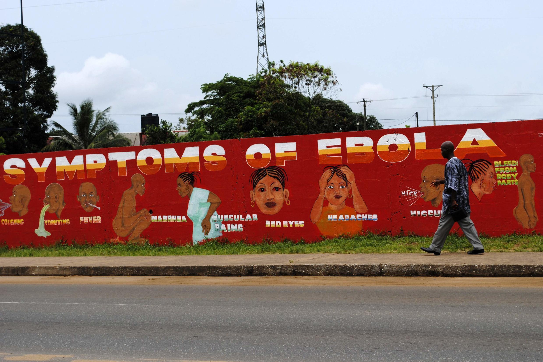 Panneau d'affichage pour sensibiliser la population de Monrovia, au Liberia, sur les risques du virus Ebola.