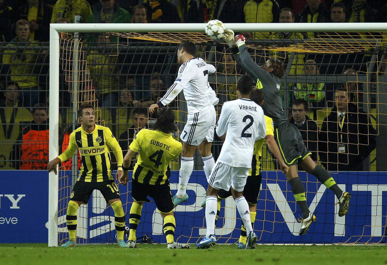 O Borussia Dortmund assumiu a liderança do grupo D da Liga dos Campeões depois de vencer o Real Madri por 2 X 1