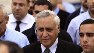 Экс-президент Израиля Моше Кацав выходит из зала суда. Иерусалим 10/11/2011
