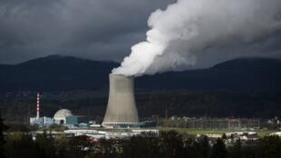 سوئیس چهار نیروگاه اتمی دارد که در آن ۵ رآکتور فعال هستند و حدود یک سوم انرژی برق در این کشور را تولید می کنند.