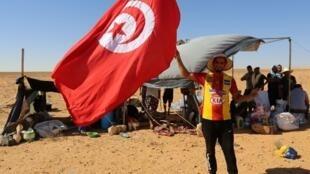 Des dizaines de protestataires ont installé des tentes à proximité de la vanne d'El Kamour, qui relie un champ pétrolier à une station de pompage, et menacent de fermer.