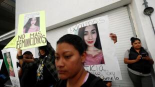 Activistas piden justica para Victoria Salas en protesta contra feminicidio en ciudad de México, el 10 de noviembre de 2017.