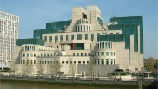 Sede dos serviços secretos britânicos em Londres, o SIS ou MI6.
