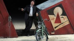 'El Suicidio' del ruso Nicolai Erdman con puesta en escena de Patrick Pineau, en el Festival de Aviñón 2011.