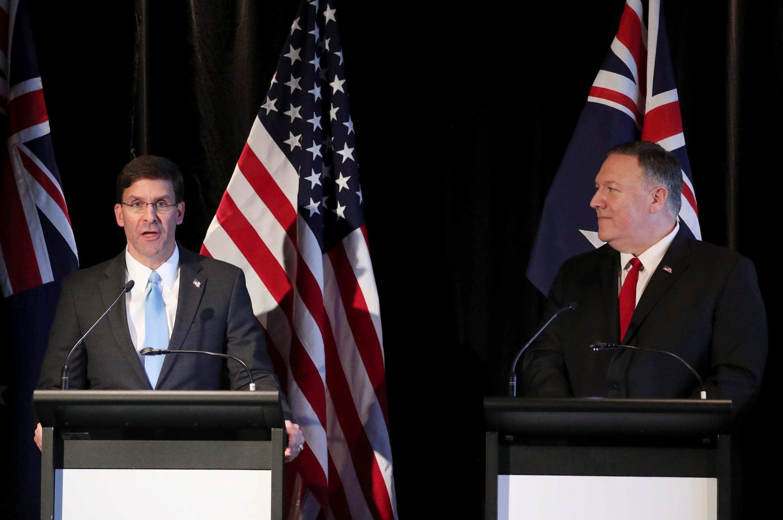 美国国防部长埃斯珀与国务卿蓬佩奥资料图片