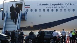 Самолет главы иранской дипломатии Джавада Зарифа неожиданно приземлился в аэропорту Биаррица в воскресенье, 25 августа
