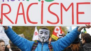 Расизм на пальцах