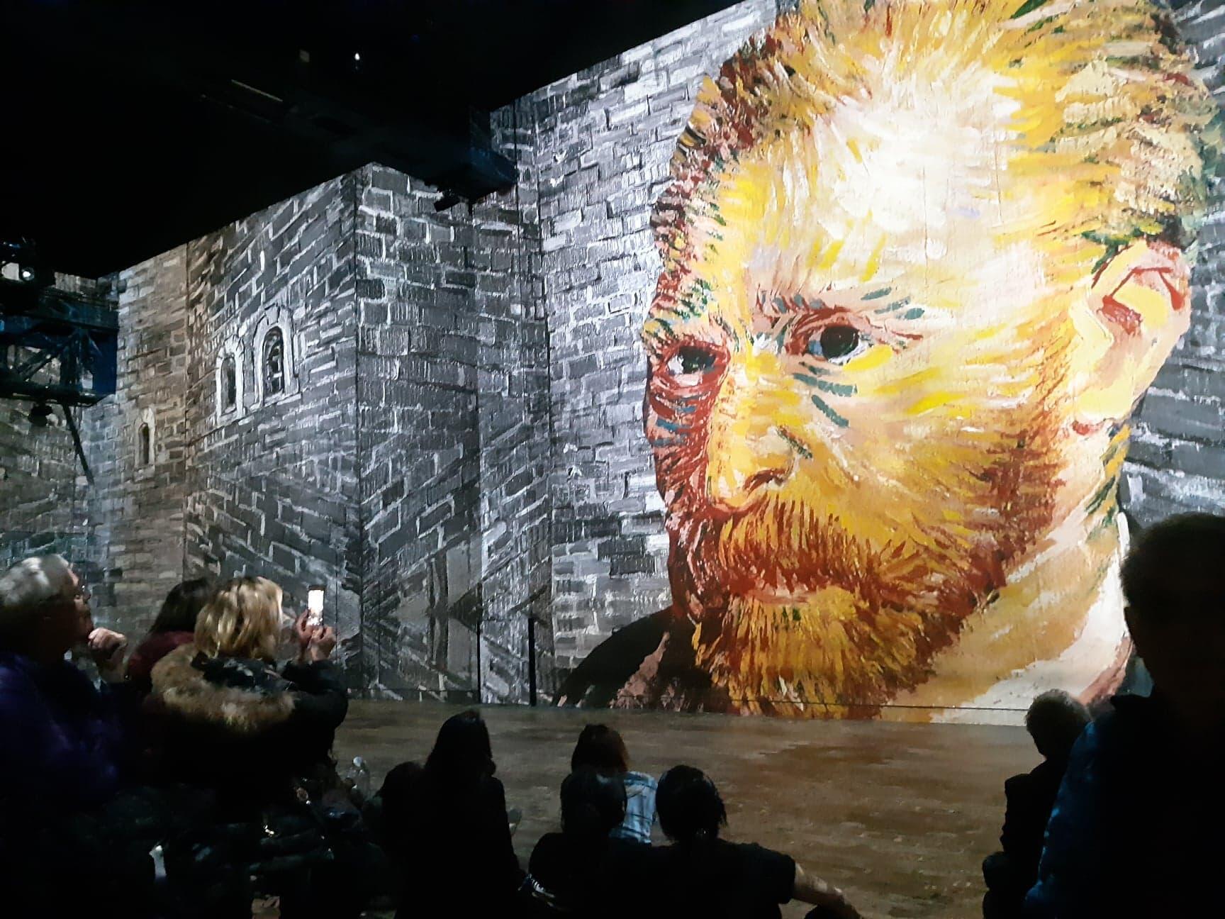 A exposição Van Gogh, la nuit etoilée, fica em cartaz no Atelier des Lumières, em Paris, até 31 de dezembro.