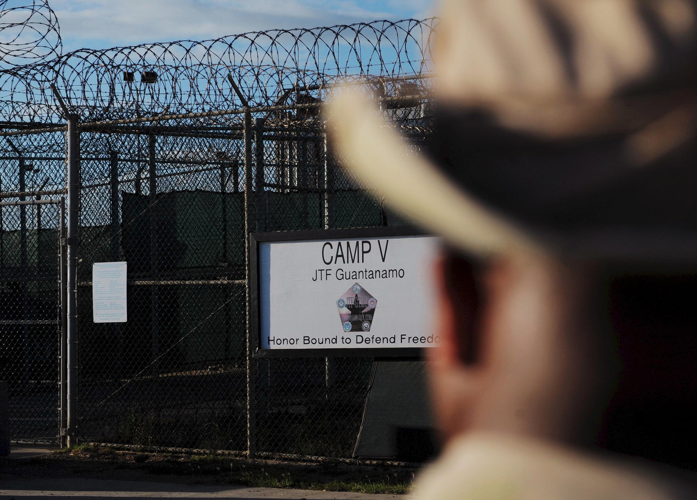 """Los alrededores del """"Camp Five"""" de la base naval de Guantánamo en 2008."""