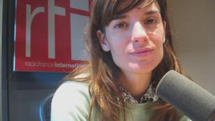 Lola Arias en RFI.