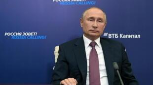 2020-10-29T125417Z_1842109683_RC2CSJ9UR1JJ_RTRMADP_3_RUSSIA-ECONOMY-PUTIN