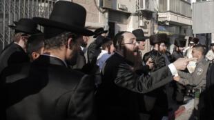 Manifestation de juifs ultra-orthodoxes contre la «profanation de shabbat», dans le centre de Jérusalem, le 15 août 2015.