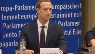 """""""脸书""""公司CEO马克·扎克伯格(Mark Zuckerberg)出席欧洲听证会   2018年5月22日"""