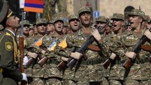 Парад на площади Свободы в Ереване, посвященный 25-летию независимости.