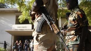 Soldats tchadiens devant le tribunal de Ndjamena (image d'illustration).