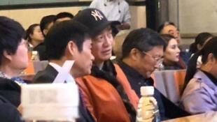 圖為微博刊出的崔永元(圖中穿紅色夾克衫)11月7日出席口述歷史活動的場面