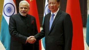 Thủ tướng Ấn Độ Narendra Modi (T) và Chủ tịch Trung Quốc Tập Cận Bình tại thành phố Tây An (Xian), tỉnh Thiểm Tây (Shaanxi), 14/05/2015.