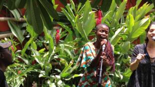 Les Sud-Africains de Freshly Ground, lors d'une session acoustique pour RFI, mercredi au FEMUA d'Abdijan.