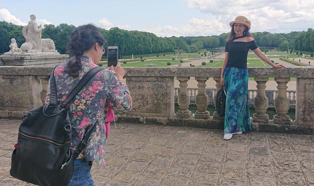 Touristes à Vaux-le-Vicomte.