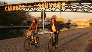 A organização Copenhagenize estima que o sistema de aluguel de bicicletas Velib (foto) é eficaz, mas faltam ciclovias mais seguras em Paris.