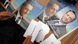 Ông Hollande được dự báo sẽ chỉ đắc cử với tỷ lệ phiếu 52% so với ông Sarkozy được 48%, tức là chỉ hơn có 4 điểm (REUTERS)