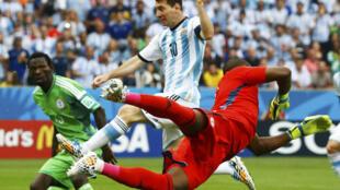 Nigerian goalkeeper Vincent Enyeama takes on Argentina's Lionel Messi