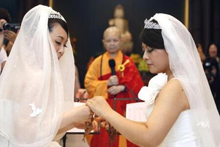 Đám cưới của hai cô Fish Huang và You Ya-ting 11/08/2012 (Reuters)